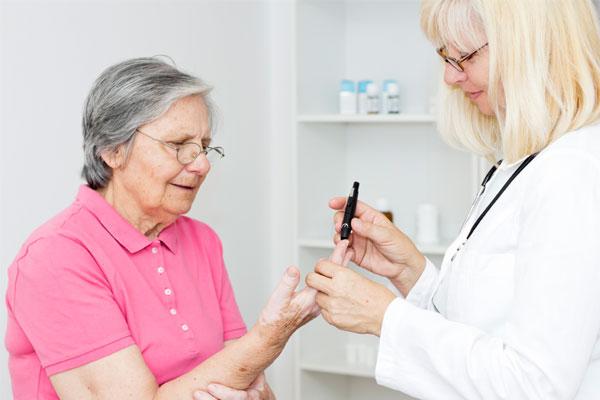 помощь больному с сахарным диабетом