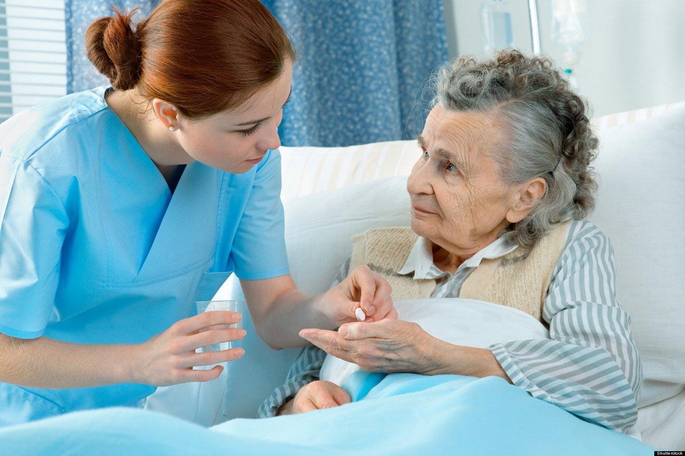 забота о пожилом больном
